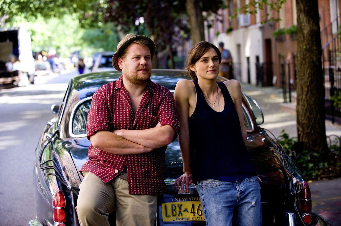 Zusammen mit Dan wollen Steve (James Corden, l.) und Gretta (Keira Knightley, r.) ein Album aufnehmen, das sie an quirligen Orten von New York produ... - Bildquelle: 2013 KILLIFISH PRODUCTIONS, INC. ALL RIGHTS RESERVED.