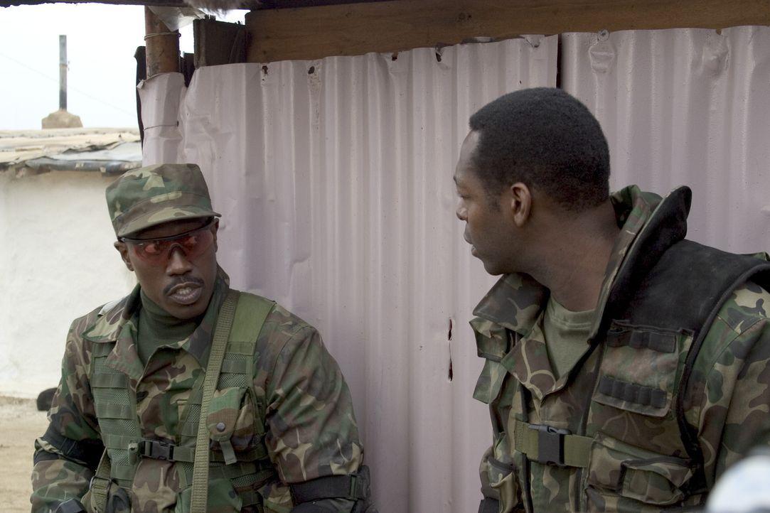 Painter (Wesley Snipes, l.) ist einer der Besten, wenn es darum geht, in kriegsähnlichen oder wirklichen Kriegsszenen Ziele zu markieren, damit der... - Bildquelle: Sony 2007 CPT Holdings, Inc.  All Rights Reserved.