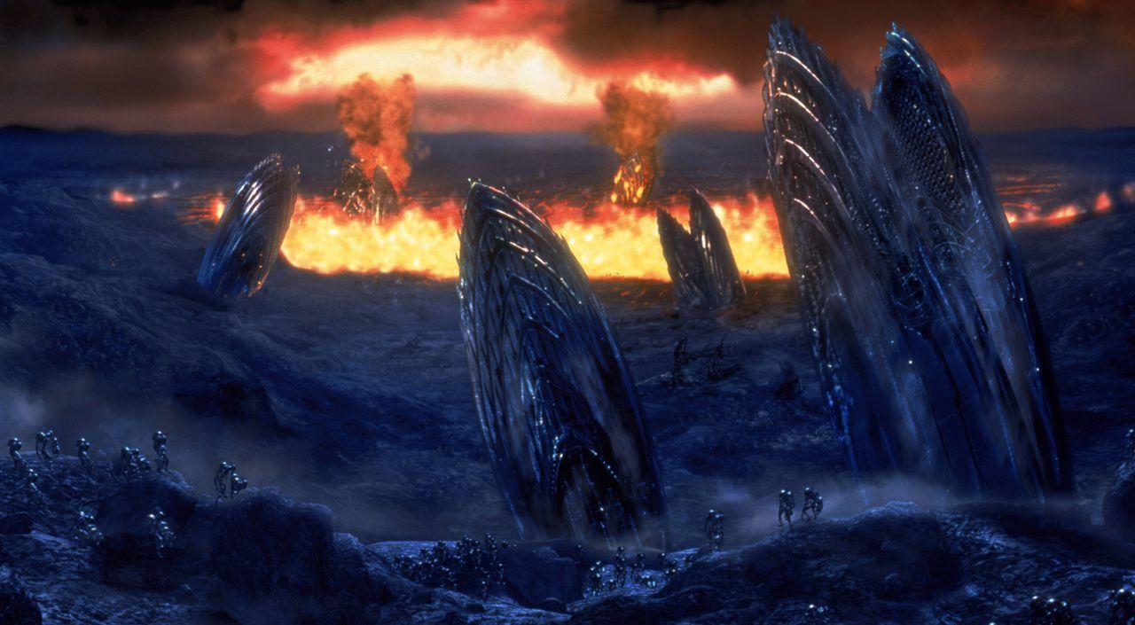 Die Erde im Jahr 2065. Der einst blaue Planet ist verwüstet - nur noch wenige Lebensformen können hier existieren. - Bildquelle: 2003 Sony Pictures Television International. All Rights Reserved.
