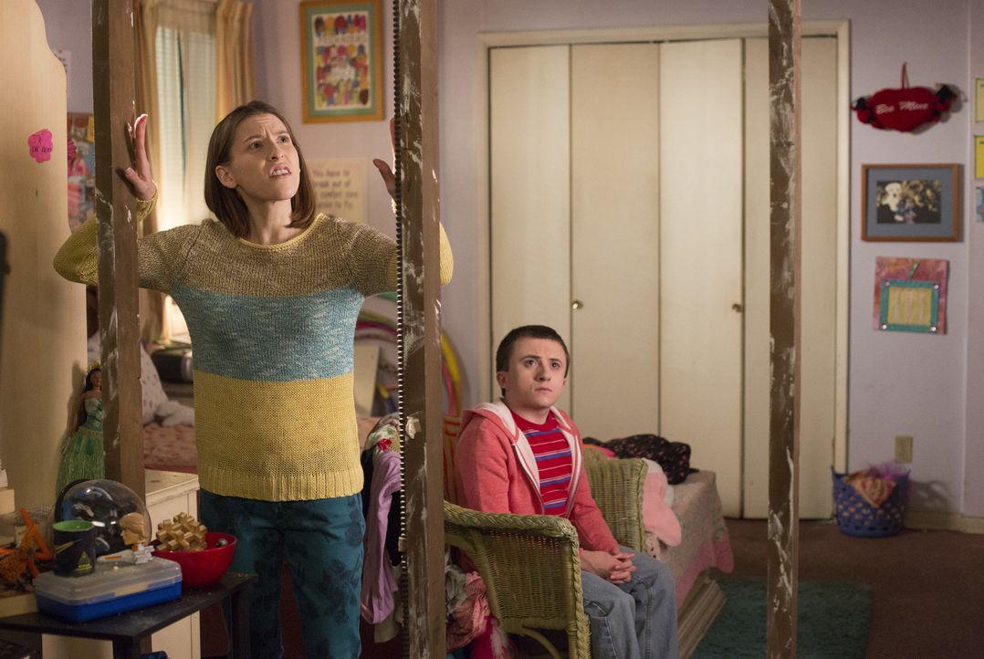 Sue (Eden Sher, l.); Brick (Atticus Shaffer, r.) - Bildquelle: Michael Ansell 2017 American Broadcasting Companies, Inc. All rights reserved./Michael Ansell