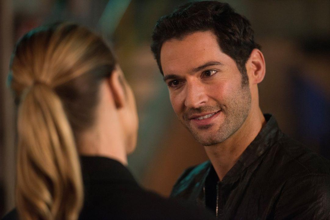 Die Tatsache, dass Chloe ihm einfach nicht verfallen will, nagt an Lucifer (Tom Ellis). Findet er doch noch einen Weg, sie zu verführen? - Bildquelle: 2016 Warner Brothers