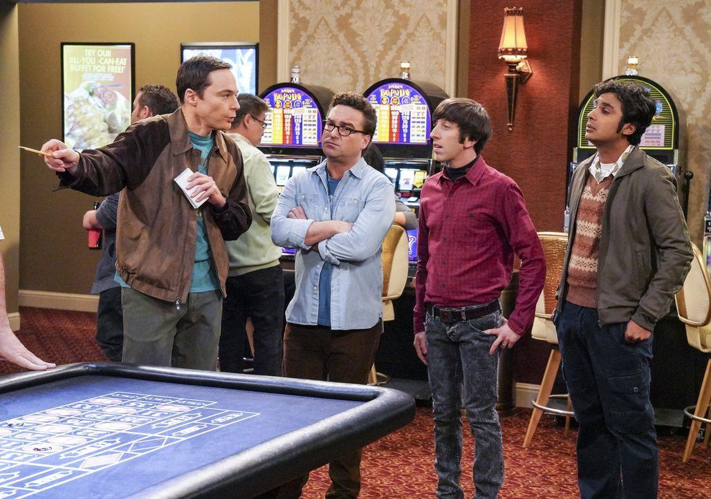 Werden Leonard (Johnny Galecki, 2.v.l.), Howard (Simon Helberg, 2.v.r.) und Raj (Kunal Nayyar, r.) ihren Kumpel Sheldon (Jim Parsons, l.) bei einer... - Bildquelle: Warner Bros. Television