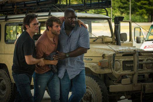 Zoo - Dem Rebellenüberfall gerade so entkommen, versuchen Mitch (Billy Burke,...