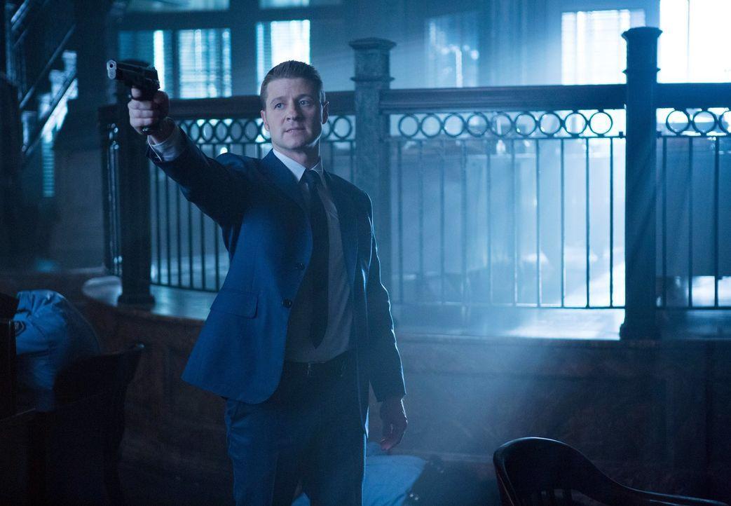 Möchte seinen alten Job bei der Polizei zurückzubekommen, indem er versucht, den entflohenen Jack Gruber wieder einzufangen: Gordon (Ben McKenzie) .... - Bildquelle: Warner Bros. Entertainment, Inc.