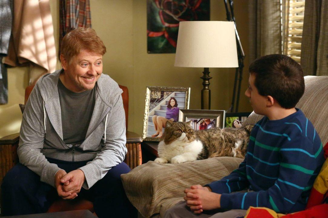 Frankie und Mike machen sich Sorgen um Brick, da er zunehmend mit Panikattac... - Bildquelle: Warner Brothers
