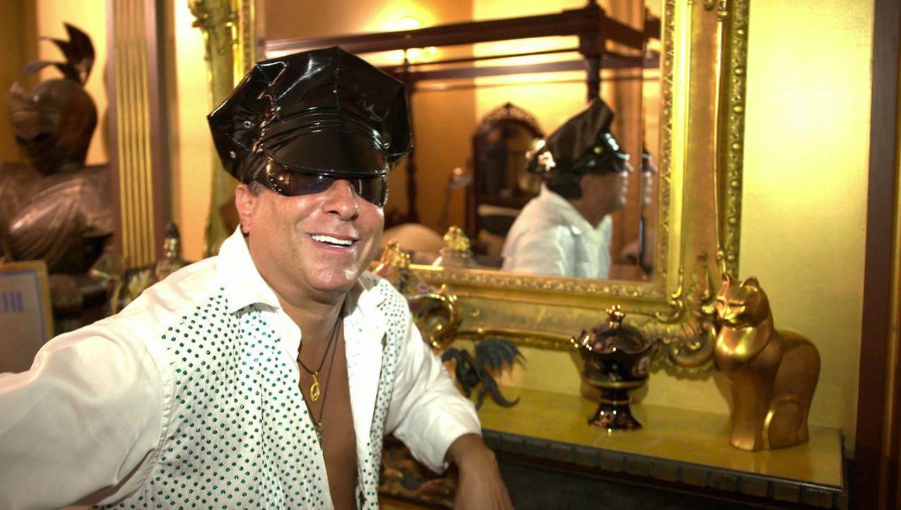"""Sie sind reich, sie sind schrill, sie sind die schillerndsten Persönlichkeiten im Show-Business - und sie lieben die Selbstdarstellung. """"Crazy rich... - Bildquelle: ProSieben"""