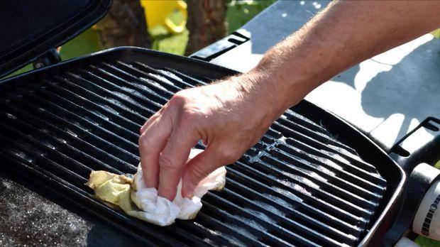 Grill Reinigen Mit Diesen 5 Tipps Wird Der Grillrost Sauber