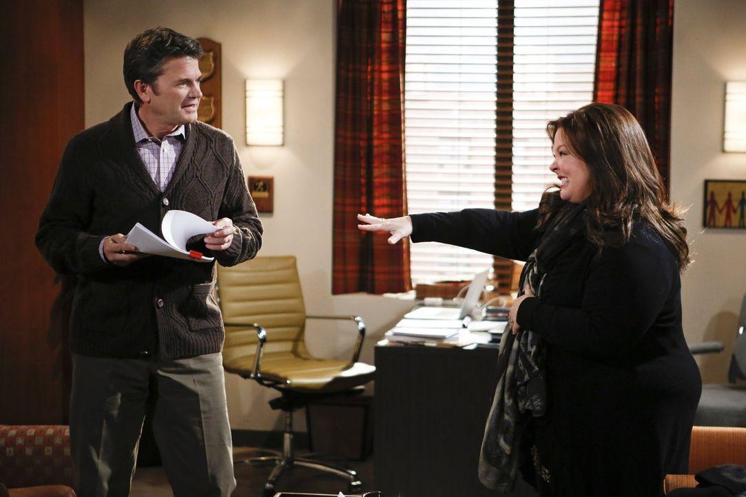 Mike bittet Molly (Melissa McCarthy, r.) inständig, einen Therapeuten aufzusuchen. Widerwillig gibt sie nach und landet bei Dr. Gayle Rosen (John Mi... - Bildquelle: Warner Brothers