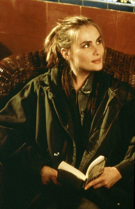 Plötzlich tritt eine namenlose Frau (Emmanuelle Seigner) in Dean Corsos Leben, der auf der Suche nach einem wertvollen Buch ist. Denn dieses birgt... - Bildquelle: 20th Century Fox of Germany