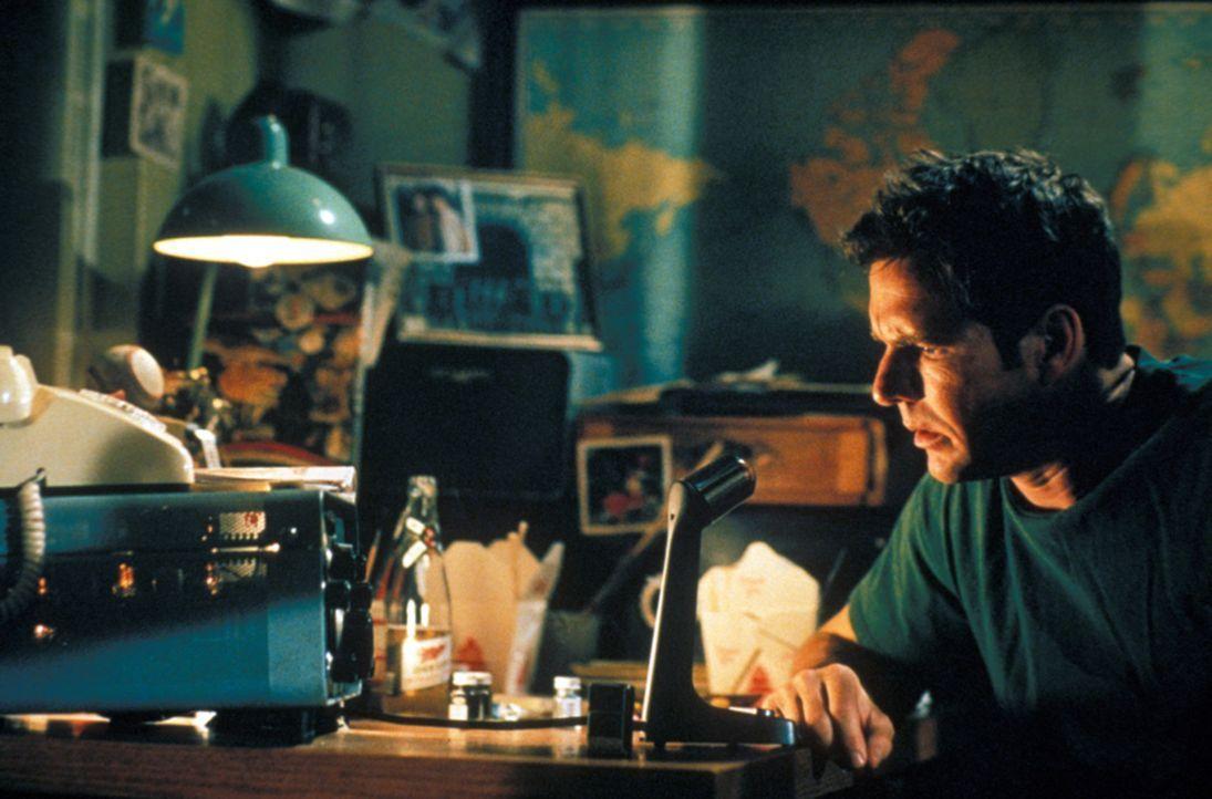 Aufgrund starker Sonnenexplosionen fängt sein Radiofunkgerät intensive Frequenzen auf. Da erhält Frank (Dennis Quaid) eine unglaubliche Funk-Warnung... - Bildquelle: Warner Bros.