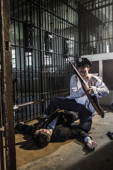 Im Jahr 1946 gelingt es drei Häftlingen des Gefängnisses Alcatraz, ihre Wärter zu überwältigen. Sie bewaffnen sich und befreien weitere extrem gefäh... - Bildquelle: 2015 REELZCHANNEL, LLC.  All Rights Reserved.