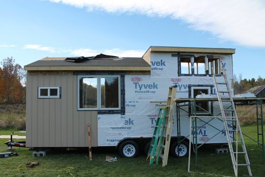 Mit recycelten Materialien will Chrissy ein kleines Haus bauen - auf jeden Fa...