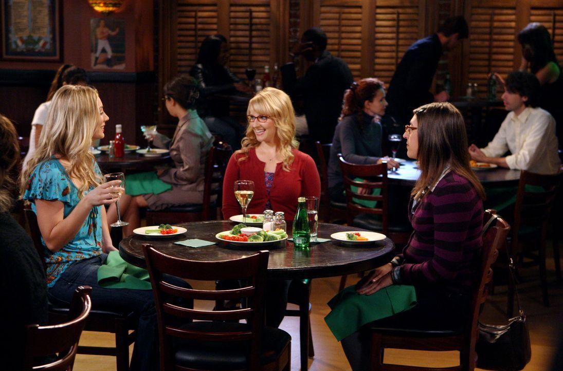 Ein Abend mit ungeahnten Folgen: Penny (Kaley Cuoco, l.), Bernadette (Melissa Rauch, M.) und Amy (Mayim Bialik, r.) ... - Bildquelle: Warner Bros. Television