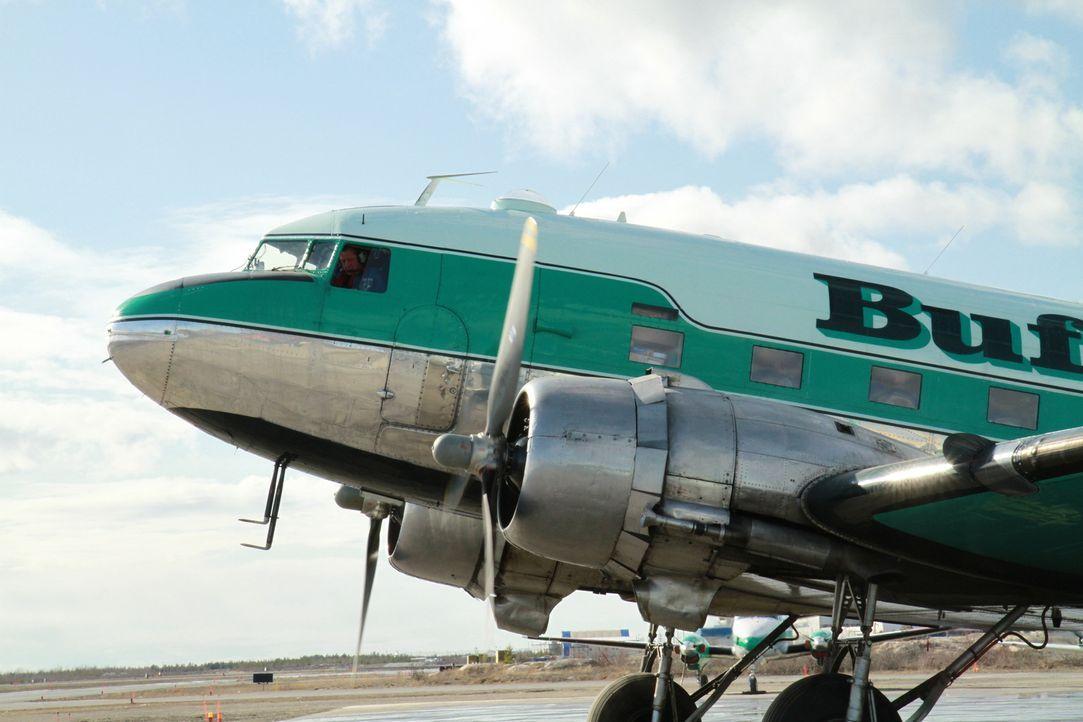 """(4. Staffel) - """"Ice Pilots"""" handelt von einer unorthodoxen Fluggesellschaft im Norden Kanadas. Die in Yellowknife stationierte """"Buffalo Airways"""" fli... - Bildquelle: 2012 Gabriela Schonbach"""