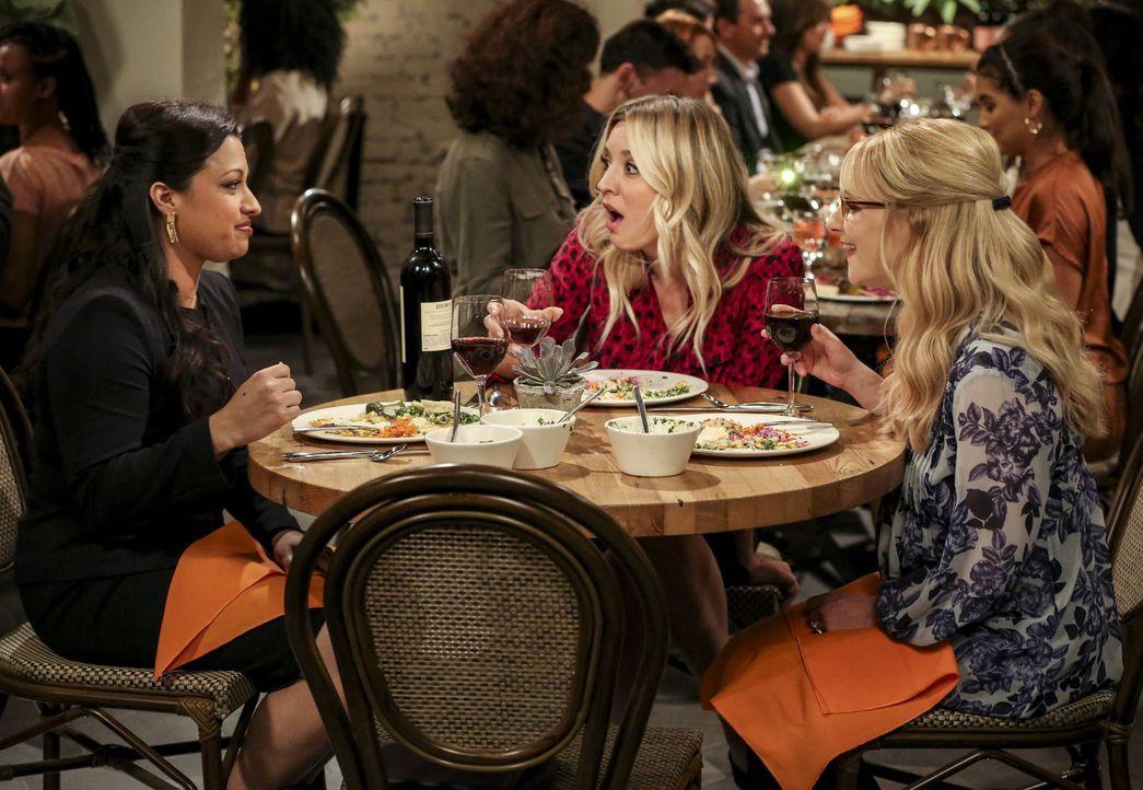 (v.l.n.r.) Anu (Rati Gupta); Penny (Kaley Cuoco); Bernadette (Melissa Rauch) - Bildquelle: Warner Bros. Television
