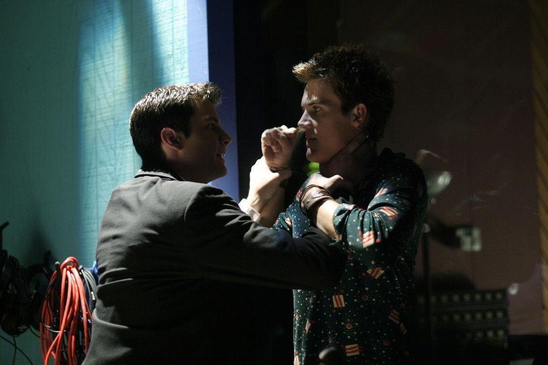 Nathan (James Lafferty, l.) ist stinksauer auf Chris (Tyler Hilton, r.) - und hat auch allen Grund dazu ... - Bildquelle: Warner Bros. Pictures