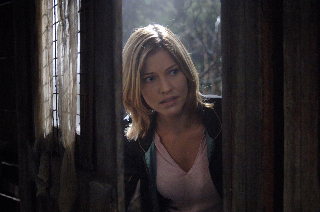 Ihr Leben steht auf dem Spiel: Molly (Tricia Helfer) ... - Bildquelle: Warner Bros. Television