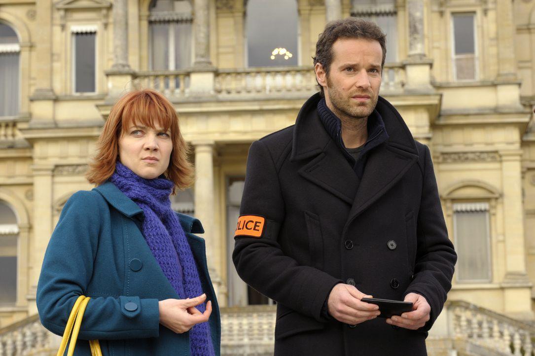 Nicht nur ihr neuer Fall fordert einige Nerven von Chloé (Odile Vuillemin, l.) und Matthieu (Guillaume Cramoisan, r.) ... - Bildquelle: 2008 - Beaubourg Audiovisuel/BeFilms/RTBF (Télévision Belge)