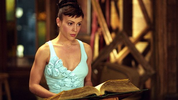 Phoebe (Alyssa Milano) schafft es mittels eines