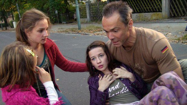 Allein unter Töchtern - Jessys (Karoline Teska, 2.v.l.) Plan, sowohl das Star...