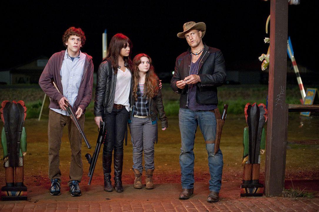 Auf ihrem Weg durch Zombieland treffen Columbus (Jesse Eisenberg, l.) und Tallahassee (Woody Harrelson, r.) auf weitere Überlebende, die zwei Schwe... - Bildquelle: 2009 Columbia Pictures Industries, Inc. and Beverly Blvd LLC. All Rights Reserved.