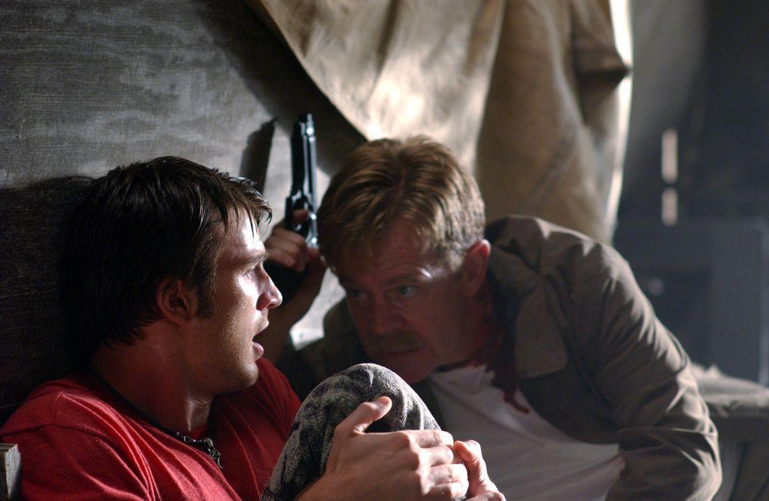 Geraten ins Visier hemmungsloser Gangster: Ryan (Chris Evans, l.) und Inspektor Mooney (William H. Macy, r. ) ... - Bildquelle: Warner Bros. Pictures