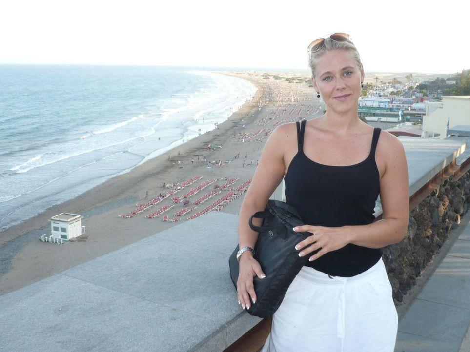 Hoteltesterin Nina Heinemann checkt Nepphotels auf Gran Canaria - Bildquelle: kabel eins