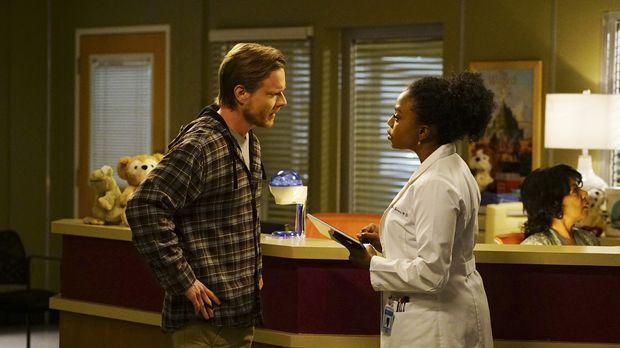 Liam, ein kleiner Junge, taucht im Krankenhaus auf und bittet die Ärzte um Hi...