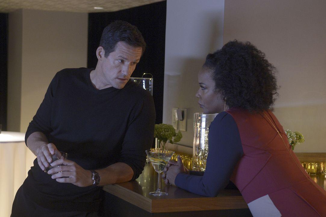 Haben eine besondere Aufgabe für ihre Rekruten: Liam O'Connor (Josh Hopkins, l.) und Miranda Shaw (Aunjanue Ellis, r.) ... - Bildquelle: 2015 ABC Studios