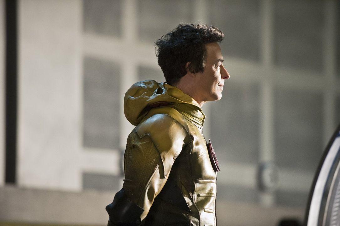 Wells alias Reverse-Flash (Tom Cavanagh) stellt Barry vor eine Wahl, deren Ausgang die Zukunft vollkommen verändern wird ... - Bildquelle: Warner Brothers.