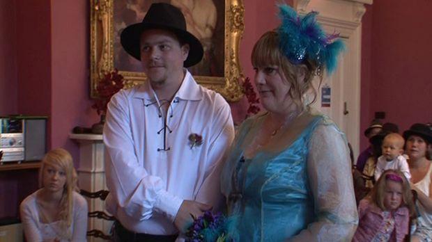 Feiern sie die perfekte Hochzeit? Dips und Samantha © ITV Studios Limited 2012