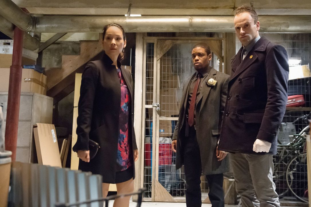 Ermitteln in einem neuen Fall: (v.l.n.r.) Watson (Lucy Liu), Captain Gregson (Aidan Quinn) und Holmes (Jonny Lee Miller) ... - Bildquelle: CBS Television