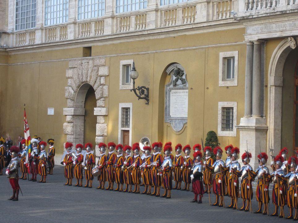 Die Schweizer Garde ist die kleinste Armee der Welt. Ihr Auftrag ist extrem: Sie beschützen den Papst und die größte Palastanlage der Welt. - Bildquelle: kabel eins