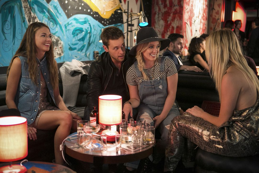 (v.l.n.r.) Liza (Sutton Foster); Thad (Dan Amboyer); Kelsey (Hilary Duff); Jade (Justine Lupe) - Bildquelle: Hudson Street Productions Inc 2016