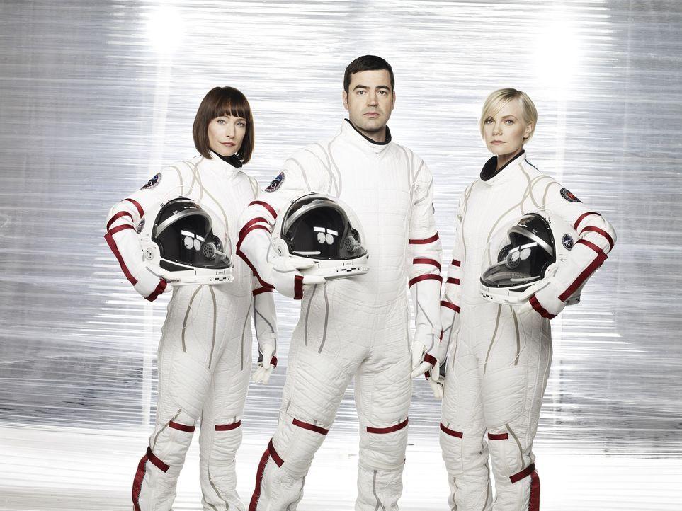Begeben sich auf das Abenteuer ihres Lebens: Maddux (Ron Livingston, M.), Nadia (Florentine Lahme, l.) und Zoe (Laura Harris, r.) ... - Bildquelle: 2009 Fox Television Studios.