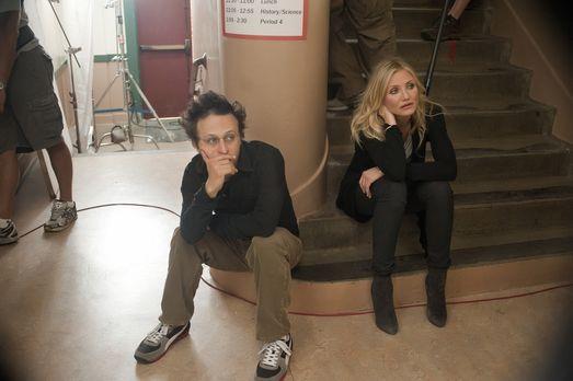 Bad Teacher - Regisseur Jake Kasdan, l. und Cameron Diaz, r. am Set von &quot...