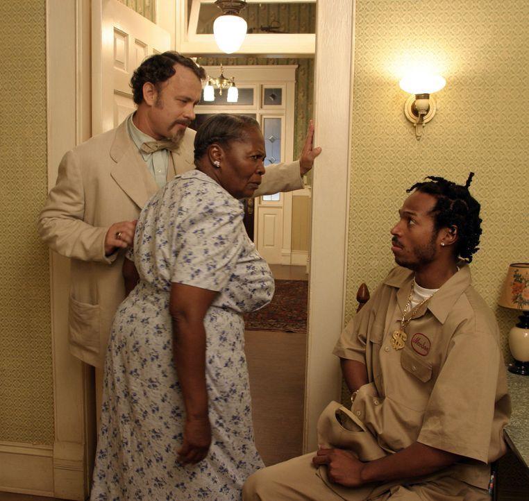 Als Mrs. Munson (Irma P. Hall, M.) den angeblichen Musikern (Marlon Wayans) auf die Schliche kommt, beschließt der Professor (Tom Hanks, l.), der a... - Bildquelle: Touchstone Pictures. All rights reserved