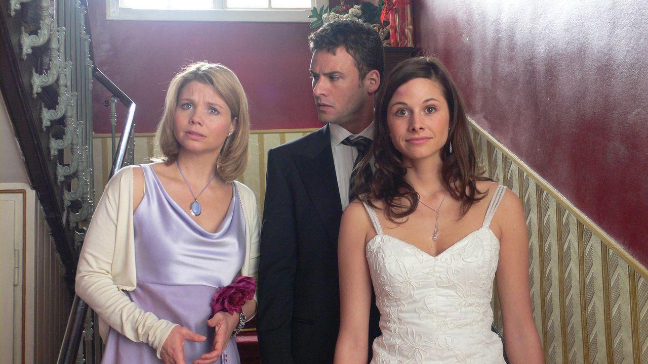 Während Nina (Annette Frier, l.) verzweifelt darum kämpft, die Hochzeit von ihrer besten Freundin Kim (Ellenie Salvo Gonzáles, r.) und deren Freu... - Bildquelle: ProSieben