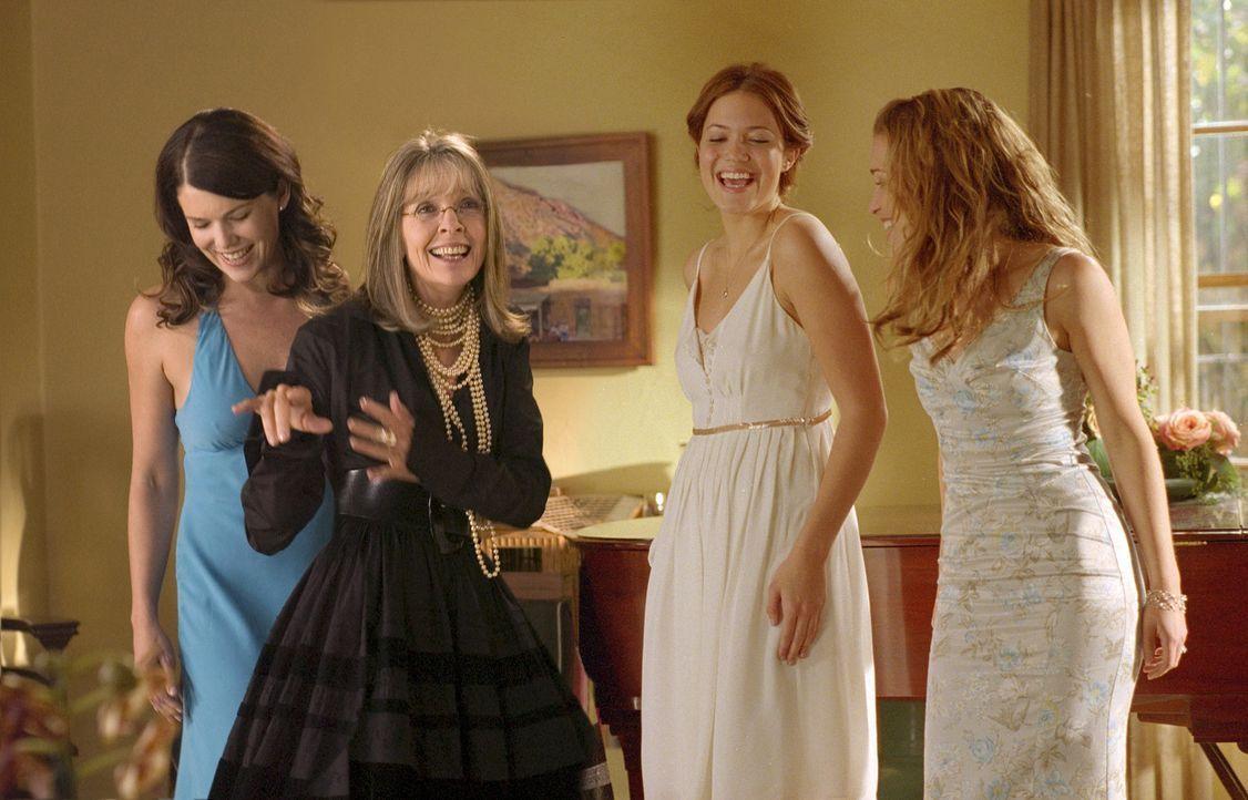 Daphne Wilder (Diane Keaton, 2v.l.) ist stolze Mutter von drei Töchtern (v.l.n.r.: Lauren Graham, Mandy Moore, Piper Perabo). Um ihre flatterhafte... - Bildquelle: Warner Brothers