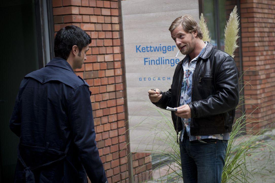 Ein Mordfall führt Mick (Henning Baum, r.) und Andreas (Maximilian Grill, l.) in die Welt der modernen Schatzsuche. Moritz Weber, der Gründer eines... - Bildquelle: Martin Rottenkolber SAT.1