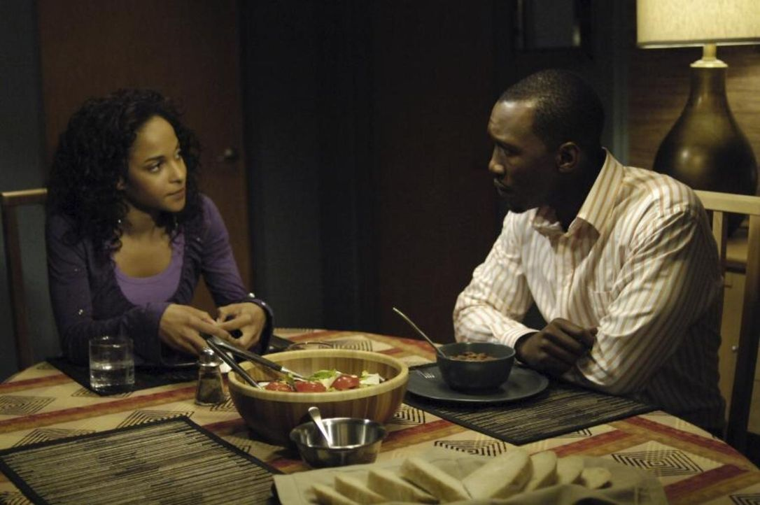 Isabelle (Megalyn Echikunwoke, l.) setzt ihren Vater Richard (Mahershalalhashbaz Ali, r.) unter Druck. Sollte er nicht verhindern, dass sich Shawn v... - Bildquelle: Viacom Productions Inc.