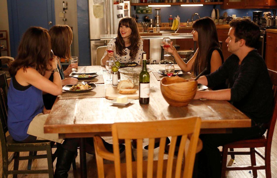 Ein ganz besonderer Abend: Jess (Zooey Deschanel, M.), Sadie (June Diane Raphael, 2.v.l.), Melissa (Kay Cannon, l.), Cece (Hannah Simone, 2.v.r.) un... - Bildquelle: 20th Century Fox