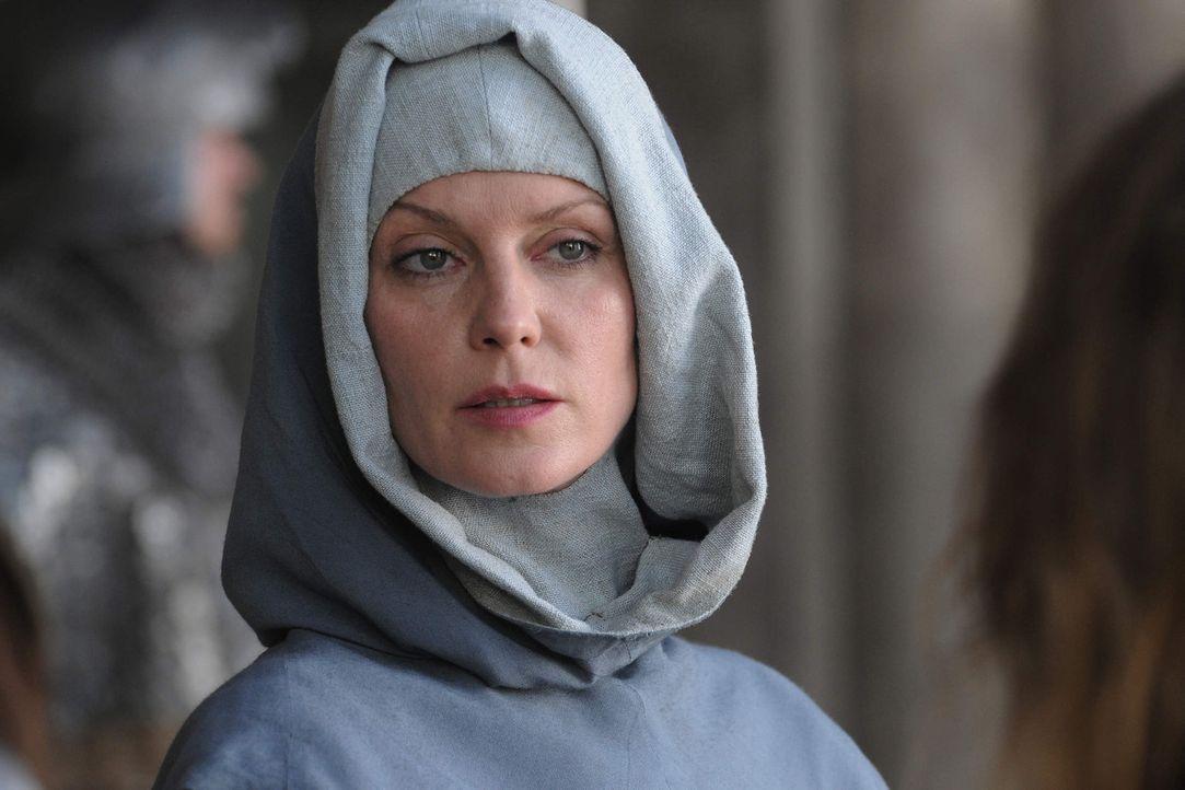 Äbtissin Isabell de Melancourt (Esther Schweins) ist die wunderschöne Mätresse von König Sigismund. Sie weiß um ihre Macht und ihren Einfluss und ve... - Bildquelle: SAT. 1