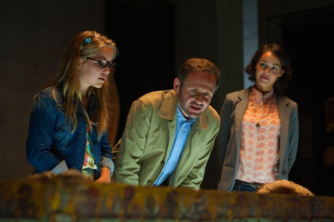 """Die Ausstellung """"Die Wunderwelt der Pharaonen"""", die Archäologe Bernhard Kirrin (Samuel Finzi, M.), der Vater von Julian, Dick und Anne (Neele Marie... - Bildquelle: 2014 Constantin Film Verleih GmbH."""