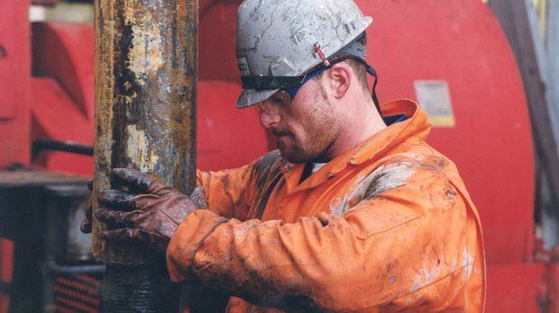 Tief unter den Fluten der Nordsee lagern noch große Öl-Vorkommen. Die Aufgabe...