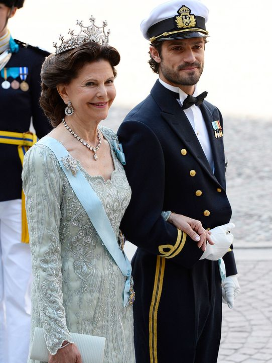 Koenigin-Silvia-von-Schweden-Prinz-Carl-Philip-13-06-08-AFP - Bildquelle: AFP