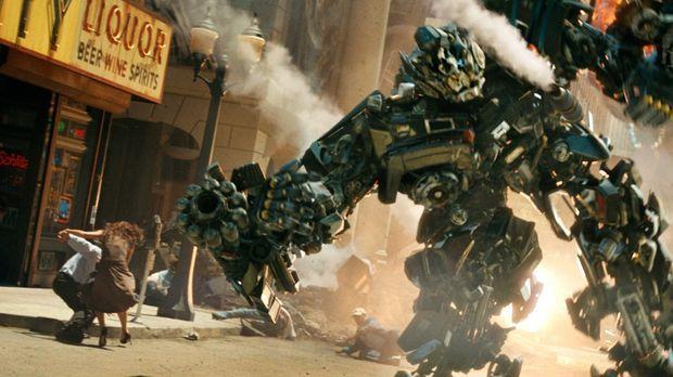 Transformer sind fühlende, denkende Maschinenwesen, die sich als Autos, Panze...