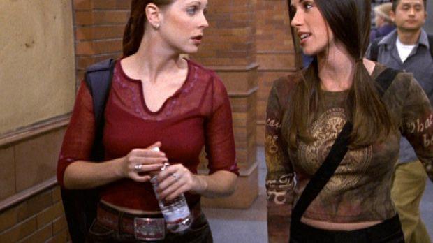 Roxie (Soleil Moon Fry, r.) ist entsetzt, dass Sabrina (Melissa Joan Hart, l....