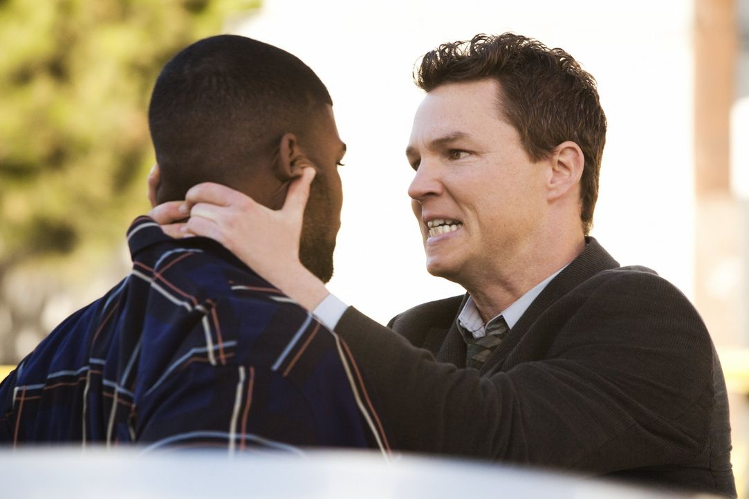 Wenn Detective Sammy Bryant (Shawn Hatosy, r.) an Informationen gelangen will, bekommt er sie meistens auch ...