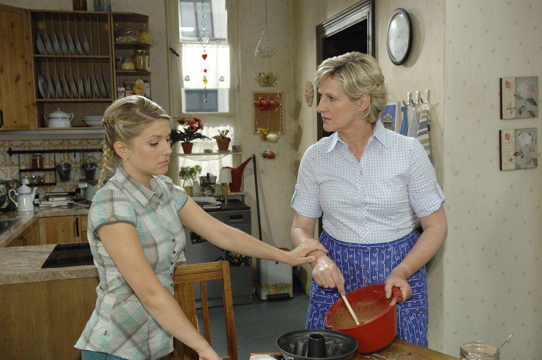 Anna (Jeanette Biedermann, l.) ist gezwungen, Susanne (Heike Jonca, r.) die schmerzliche Wahrheit über Armin zu sagen. - Bildquelle: Sat.1
